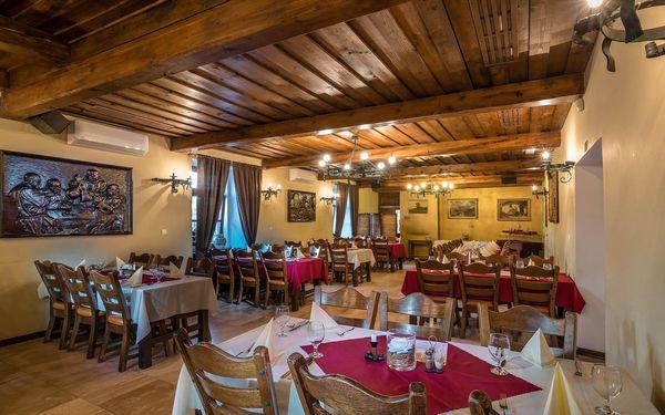 Romantický relax v historické budově: polopenze, zapůjčení kol i lahev vína4