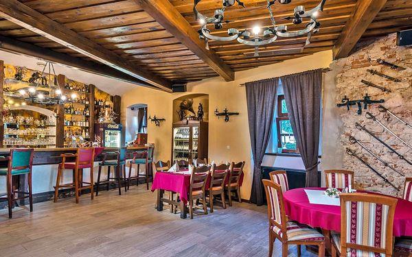 Romantický relax v historické budově: polopenze, zapůjčení kol i lahev vína5