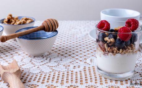 Domácí müsli s jogurtem a káva pro 1 i pro 2