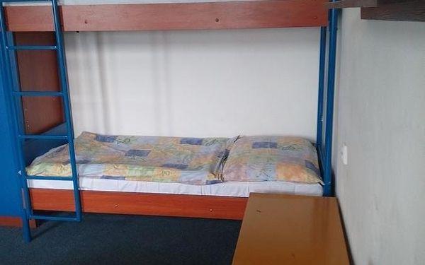 Dvoulůžkový pokoj s manželskou postelí a sdílenou koupelnou5