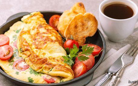 Snídaně dle výběru: omeleta, croissant i káva