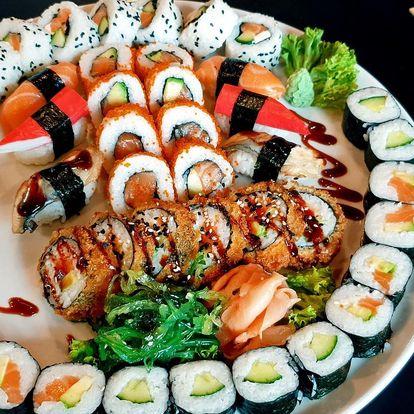 Set se 30 nebo 44 ks sushi i se salátem