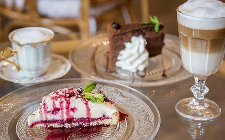 Posezení ve staré radnici: dort a nápoj pro dva