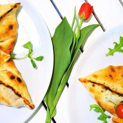 Plněná pizza ve tvaru hvězdy pro 1 i 2 osoby
