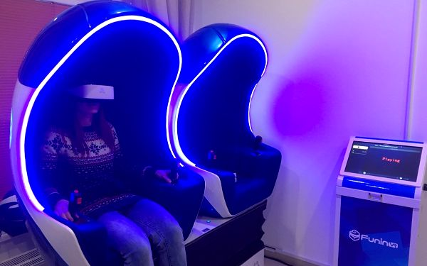 Virtuální realita a jiná dimenze v 5D či 9D kinu: Kavárna budoucnosti2