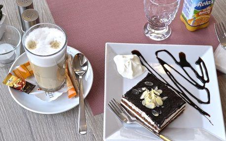 Káva i horká čokoláda a zákusek podle výběru