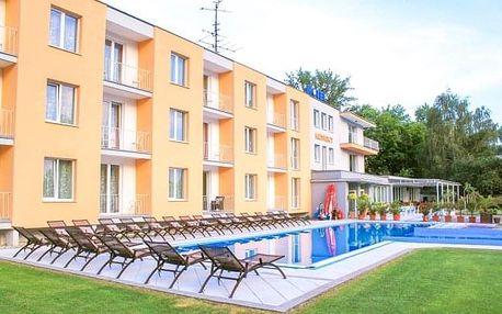 Piešťany: Hotel Korekt *** u přehrady Sĺňava s polopenzí a bazénem