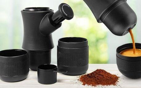 Přenosný ruční kávovar na espresso v černé barvě