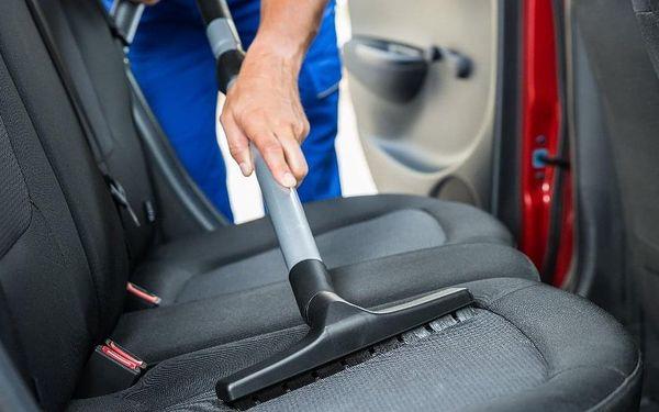 Čištění interiéru auta tepováním vč. dezinfekce