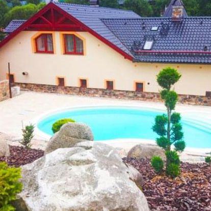 Posázaví: romantický pobyt na Zámečku Kaliště *** s polopenzí a bazénem