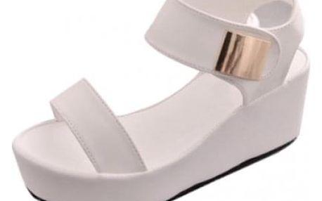 Jednobarevné sandály na platformě