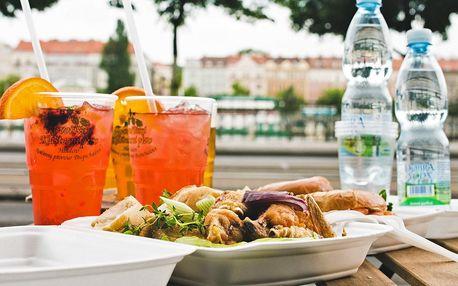 Piknik na náplavce: křídla či bagely a pití s sebou