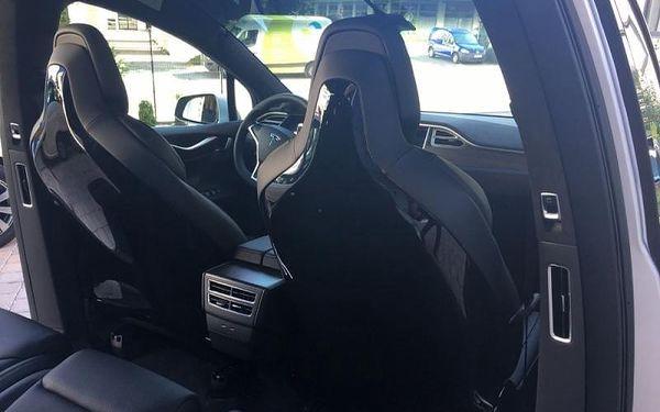 Jízda Teslou X - řidič, 20 minut jízdy, počet osob: 1 osoba, Brno (Jihomoravský kraj)2