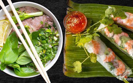 Polévka phở a letní závitky s krevetami pro 2 os.