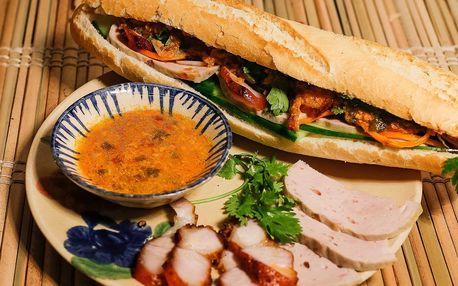 Bageta bánh mì, syčící placka nebo rýže s kuřetem