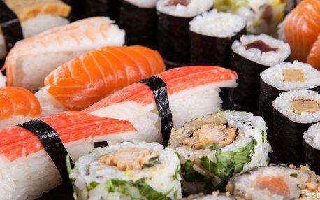 Sushi sety v čínské restauraci: maki i nigiri
