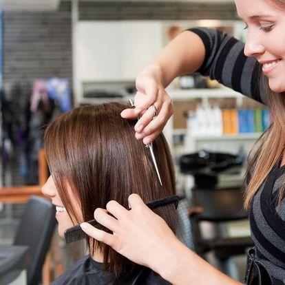 Šetrné barvení vlasů bez amoniaku nebo střih