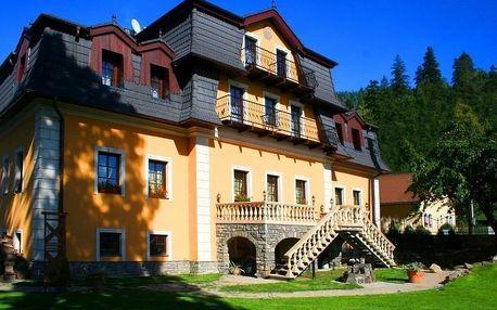 Penzión Kaštieľ Hanus poblíž Stezky korunami stromů Slovensko