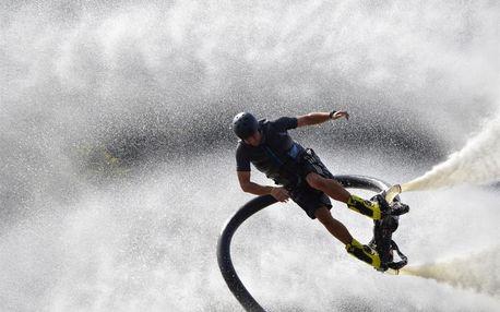 Flyboard - vodní zábava až 9 metrů nad hladinou