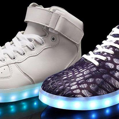 Buďte nepřehlédnutelní s LED teniskami