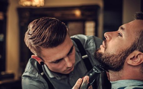 Úprava vousů či pánský střih v barber shopu