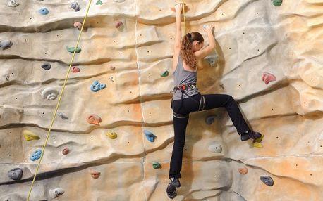 Dvouhodinové lezení na navijáku na umělé stěně