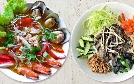 Výběr ze 4 asijských jídel i polévka s plody moře