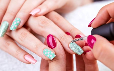 Ruce bez chybičky: nové gelové nehty nebo doplnění