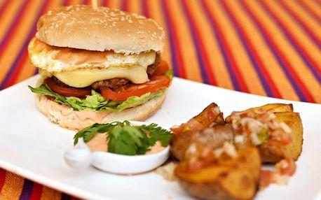 Burger a brambory v latinsko-americké restauraci