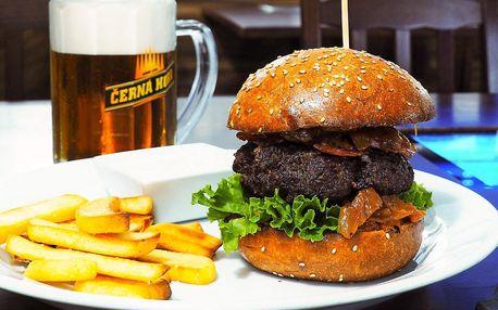 Pořádný burger s hovězím, slaninou a BBQ omáčkou