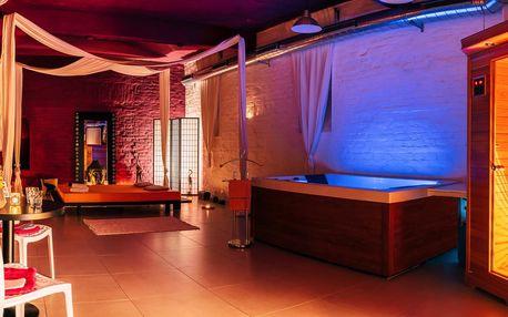 Relax v hydromasážní vaně a sauně i s láhví sektu