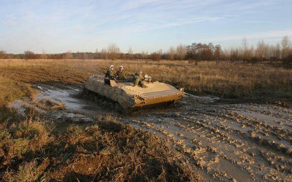 30minutová akční jízda v obrněném transportéru BVP-13