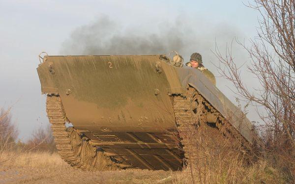 30minutová akční jízda v obrněném transportéru BVP-14