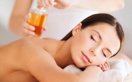 Klasická masáž šíje a zad přírodními oleji