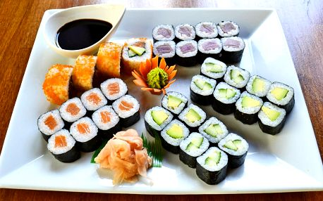 Sushi sety na Smíchově: 16–48 ks, rybí i vege