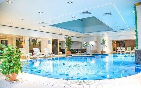 Hévíz: léto v Hotelu Palace **** s bohatým wellness a polopenzí + dítě zdarma