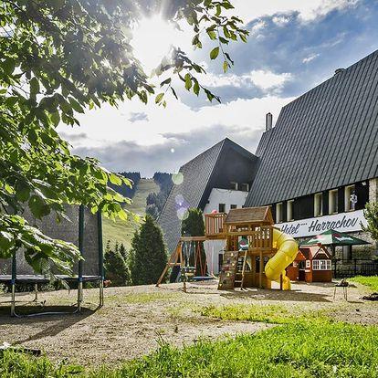 Letní pobyt v Harrachově s polopenzí i relaxací
