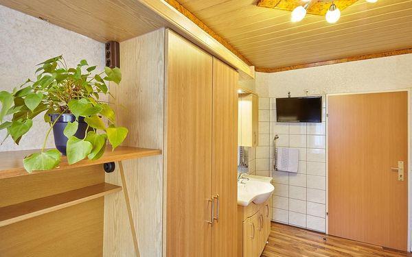 Jednolůžkový pokoj se společnou koupelnou a toaletou3
