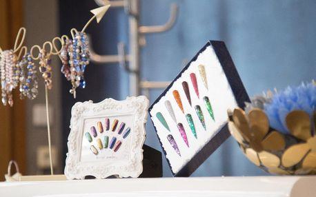Manikúra s lakem nebo modelace gelových nehtů