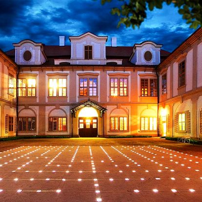 Léto u zámku Loučeň: jídlo, bazén i labyrintárium