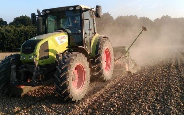 Jízda zemědělským traktorem- 1 osoba, 75 minut, 75 minut jízdy, počet osob: 1 osoba, Zlín - Fryšták (Zlínský kraj)2