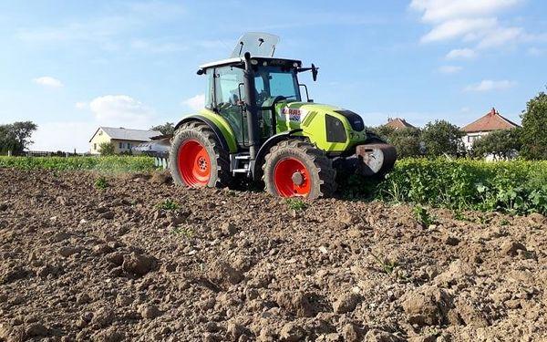 Jízda zemědělským traktorem- 1 osoba, 75 minut, 75 minut jízdy, počet osob: 1 osoba, Zlín - Fryšták (Zlínský kraj)4