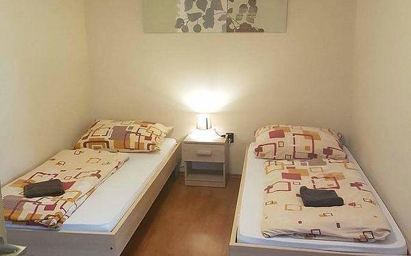 Dvoulůžkový pokoj s oddělenými postelemi a sdílenou koupelnou2