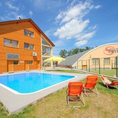 Hotel S-centrum Benešov *** u Prahy s polopenzí, bazénem a sportovním vyžitím