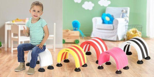 Hravé molitanové stoličky různých barev pro děti