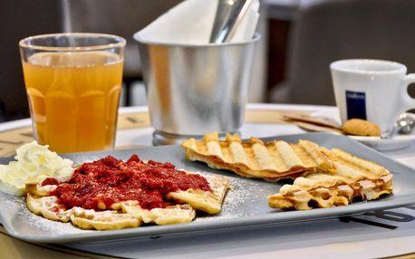 Mlsání v Yobaru: káva s dezertem i toustem a vaflí