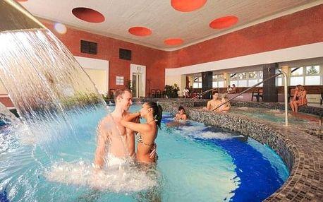 Eger s polopenzí a wellness v Hotelu Flóra *** propojeném s termálními lázněmi