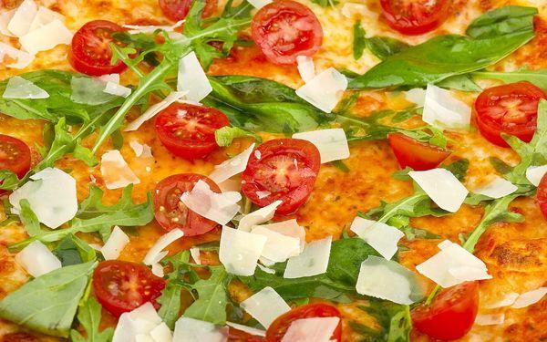 Pizza o průměru 32 cm + točený nápoj 0,3l2