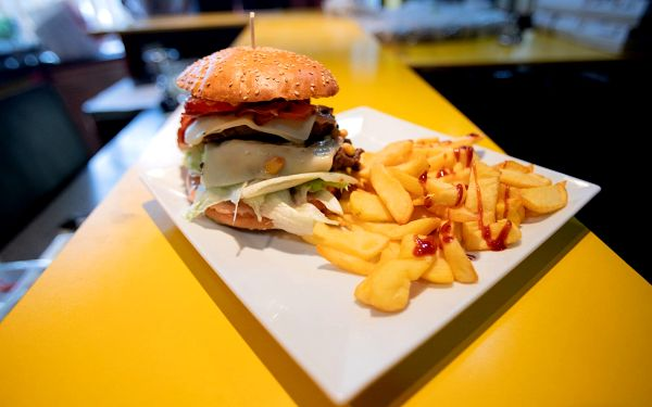 Utah Ice Breath burger (vegetariánský) a steakové hranolky4