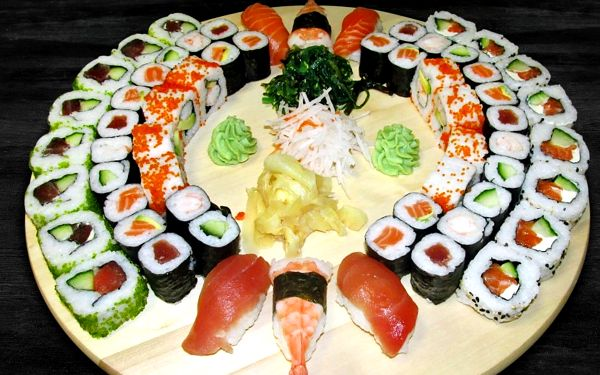 31 či 62 kousků parádního sushi: krevety i losos
